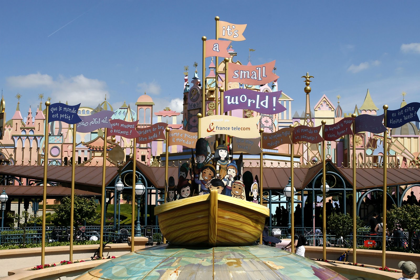 'it's a small world