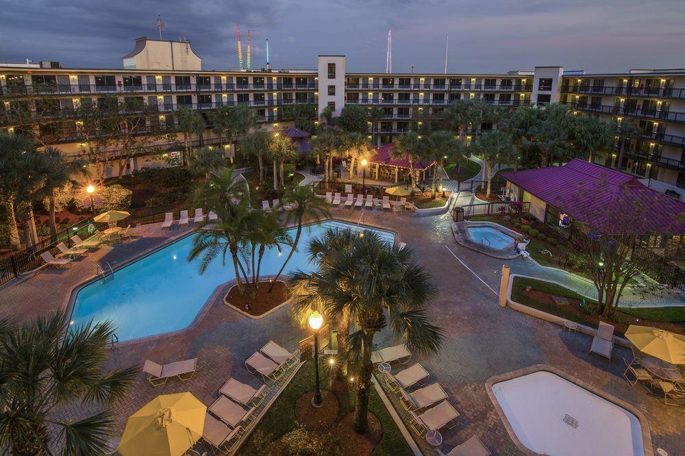 Quality Suites - The Royale Parc Suites