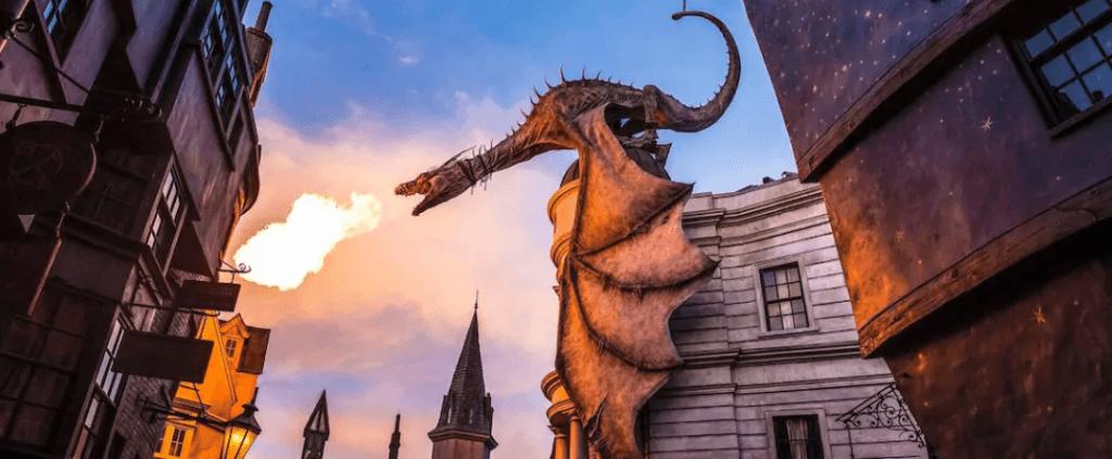 Parque Universal Studios Orlando - dragão cuspidor de fogo